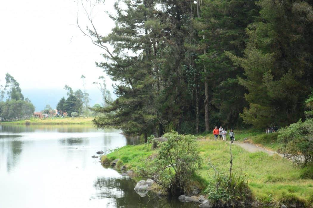 camino laguna de busa, azuay, Ecuador